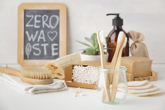 Ноль отходов концепции. экологичные аксессуары для ванной комнаты, copyspace