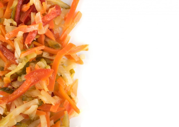 みじん切りの野菜と油と酢を混ぜたサラダ。 copyspaceのトップビューで健康的な発酵食品