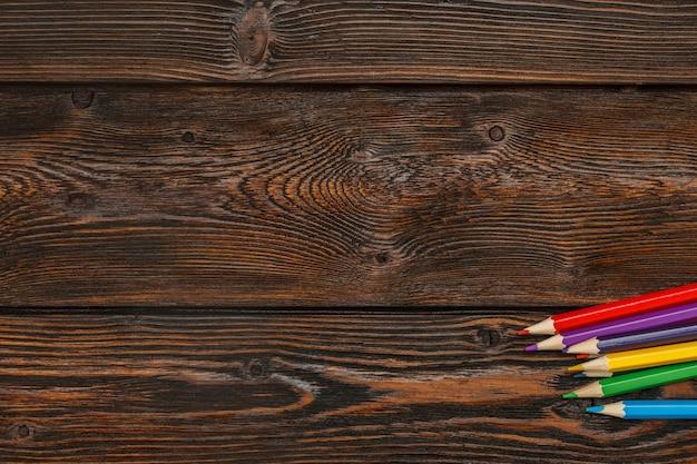 Различные цвета карандаши с copyspace