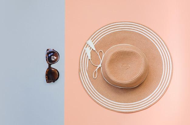 Соломенная шляпа лета на красочной предпосылке. концепция отдыха, copyspace