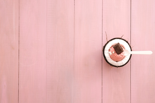 左のcopyspaceとアイスクリームの背景