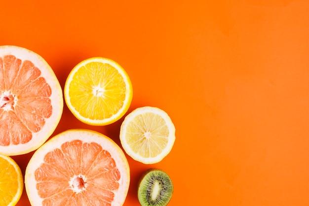 Фон тропических фруктов с copyspace