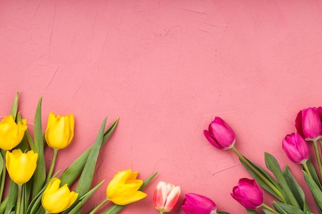 Copyspaceと花のフラットレイアウト組成