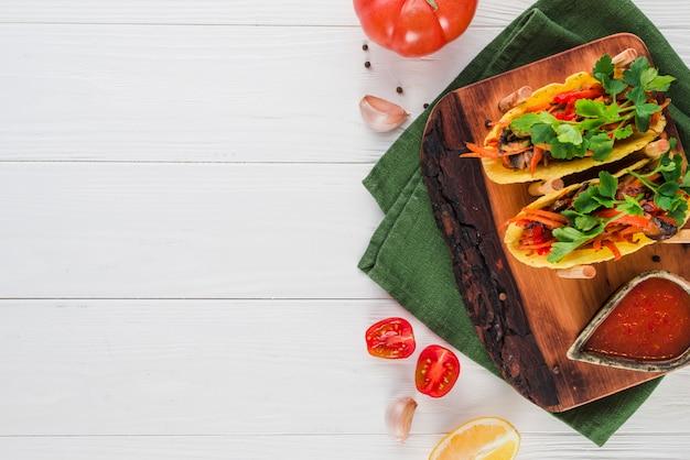 Copyspaceとメキシコ料理のフラットレイアウト構成
