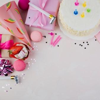 Плоская композиция из элементов дня рождения с copyspace