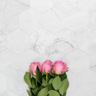 Copyspaceと花のフラットレイアウト