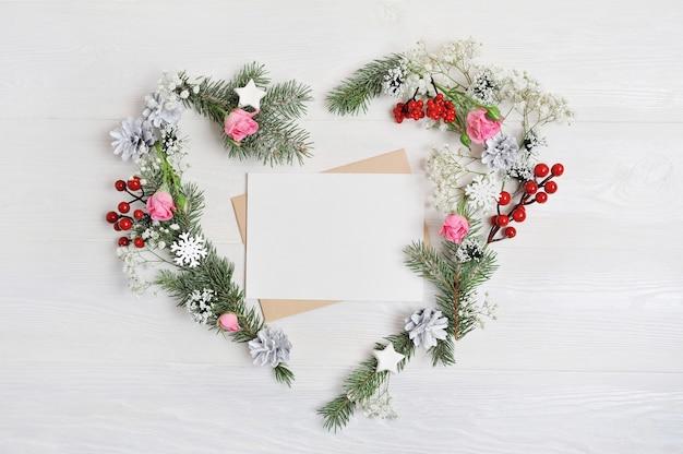 Copyspaceと素朴なスタイルの手紙とクリスマスハートリース