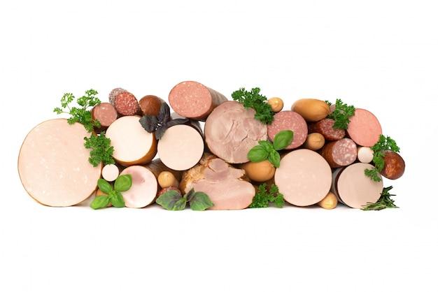 Разные виды колбас. мясные продукты, изолят, copyspace