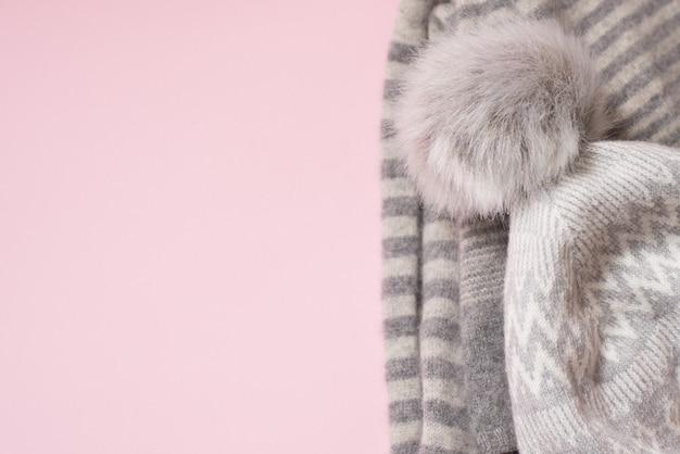 Зимняя тканевая шапка на розовом, copyspace