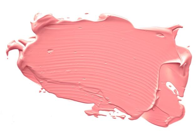 Косметическая текстура коралловой красоты, изолированная на белом фоне, размазанная эмульсия для макияжа, мазок крема или основа, размазанная косметика, продукт и мазки краски