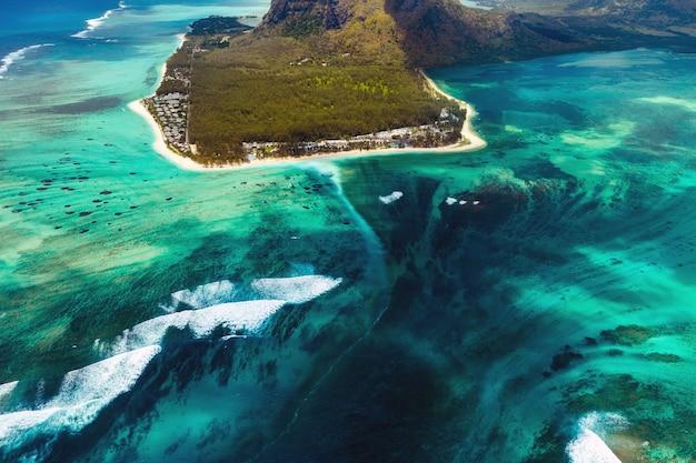 모리셔스 섬의 산호초.