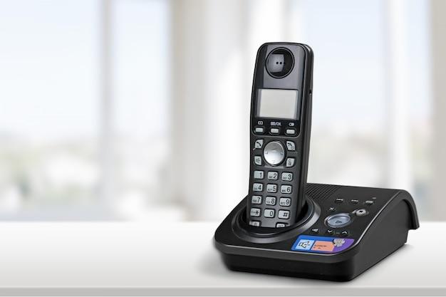 무선 현대 전화 및 흰색 절연 기지국