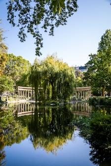 Corinthian colonnade in parc monceau, paris, france
