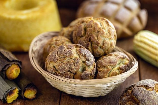 Кукурузный хлеб, небольшой бисквит или бразильский