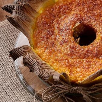 빨대에 옥수수 케이크. 홈 메이드 케이크. 브라질과 남미의 전형. 평면도