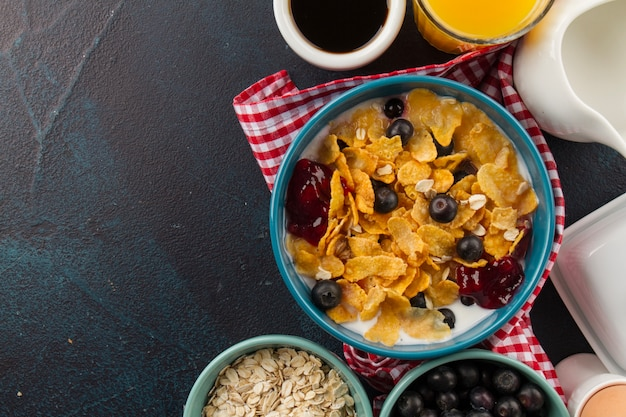 Corn flakes with berries and jam