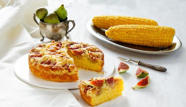Corn flour pie with figs streusel, gluten free