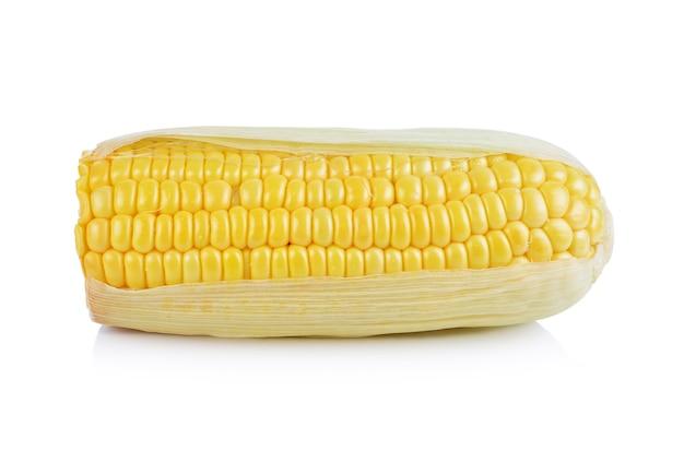 Кукуруза, изолированная на белом