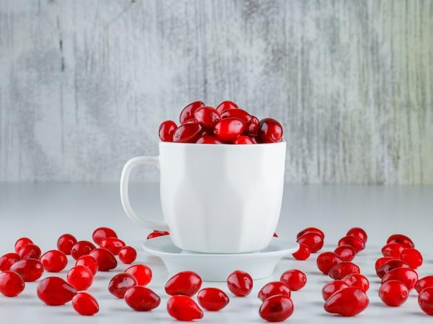 グレーと白の受け皿の側面図とカップのコーネルベリー