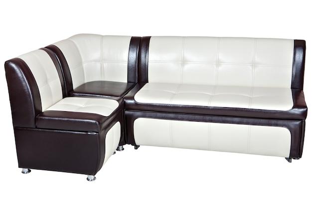 合成皮革のコーナーソファベッド、ダイニングルームの家具、茶色の白、白い背景で隔離、クリッピングパスが含まれています。