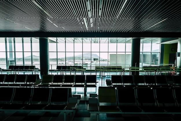 코로나 바이러스 covid-19 긴급 여행 폐쇄 공항 개념, 전세계 바이러스 발생으로 인해 항공편 취소
