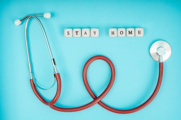 코로나 바이러스 (코로나 19. 비문은 집에 있습니다. 자가 격리 및 검역, 개인 보호 장비, 전화 내시경 및 청진기