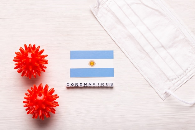 코로나 바이러스 covid 개념 평면도 보호 호흡 마스크와 아르헨티나의 국기