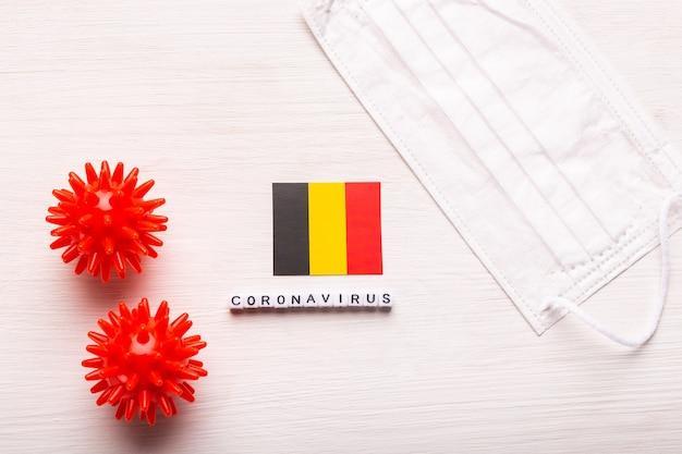 코로나 바이러스 covid 개념 평면도 보호 호흡 마스크와 벨기에의 국기