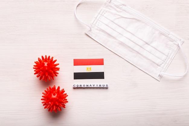코로나 바이러스 covid 개념 평면도 보호 호흡 마스크와 이집트의 국기