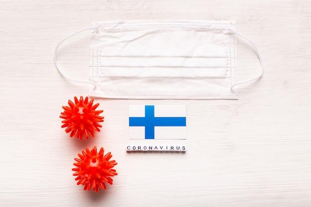 코로나 바이러스 covid 개념 평면도 보호 호흡 마스크 및 핀란드의 국기