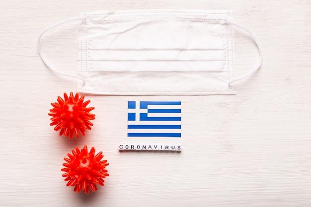 코로나 바이러스 covid 개념 평면도 보호 호흡 마스크와 그리스의 국기