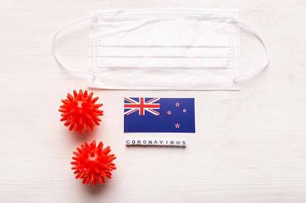 코로나 바이러스 covid 개념 상위 뷰 보호 호흡 마스크 및 뉴질랜드의 국기 소설 중국어