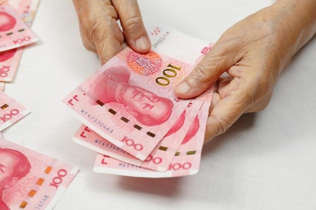 Вспышка коронавируса начинает оказывать влияние на экономику домашних хозяйств в китае
