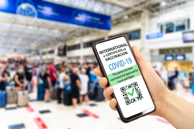 Свидетельство о вакцинации против коронавируса или паспорт вакцины для путешественников концепция covid иммунитет epassp ...