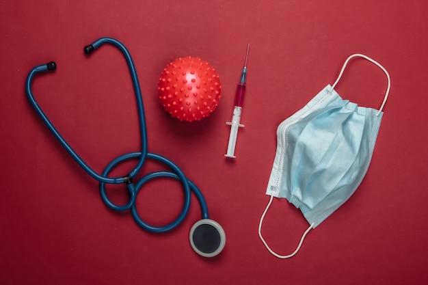 코로나 바이러스 백신, 진단. 바이러스 스트레인 및 주사기, 청진기, 빨간색 마스크