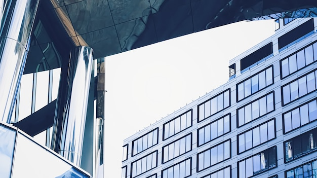 金融街の企業のオフィスビル都市のダウンタウンの近代的な超高層ビル商業本物の...