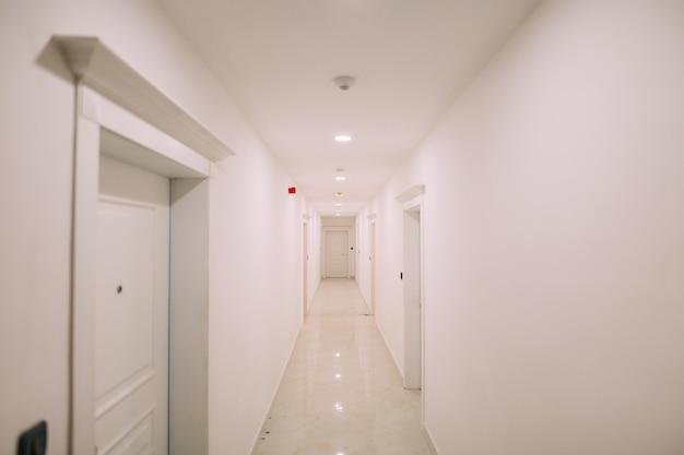 D 건물 흰색 계단 내부 복도 복도