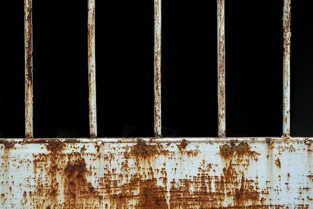 腐食した鉄格子の錆金属の錆古い鉄の白の腐食性の錆