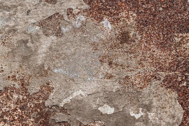 부식. 풍화된 색상과 녹이 있는 금속판. 자연광. 오래 된 산화 된 다채로운 질감된 표면입니다. 여러 용도로 추상 그런지 녹슨 금속성 배경
