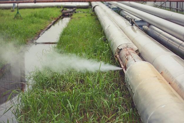 절연체에서 소켓 튜브 증기 가스 누출 파이프라인을 통해 녹슨 부식