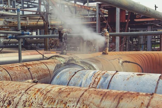 단열재의 밸브 튜브 증기 가스 누출 파이프를 통한 부식 녹