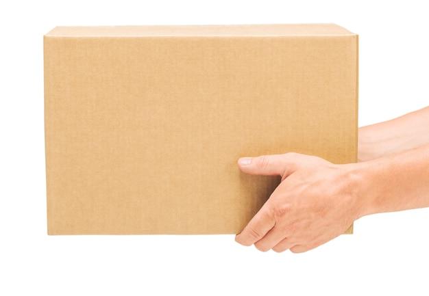 격리된 흰색 배경에 남성 손에 골판지 상자, 사람 없음, 신체 일부