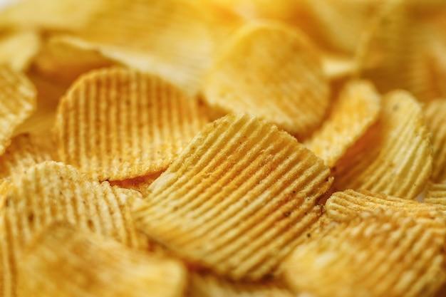 골판지 감자 칩. 음식 질감 배경입니다. 평면도.
