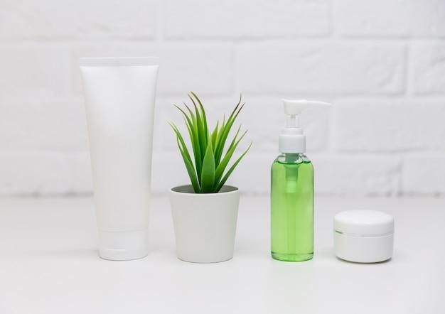 化粧品容器、モックアップをブランディングするための空白のラベルパッケージ