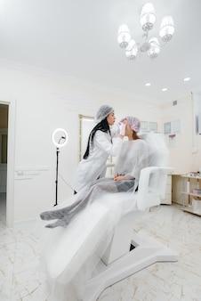 여성의 생체 재생 및 주름 제거를위한 미용 시술