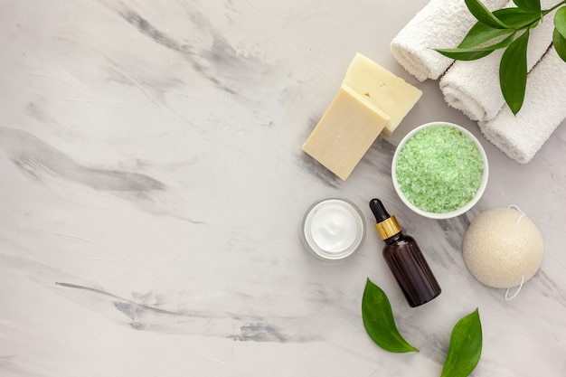 Cosmetic product with tea tree essential oil