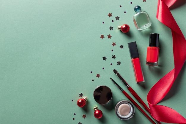 クリスマスの装飾が施された化粧品