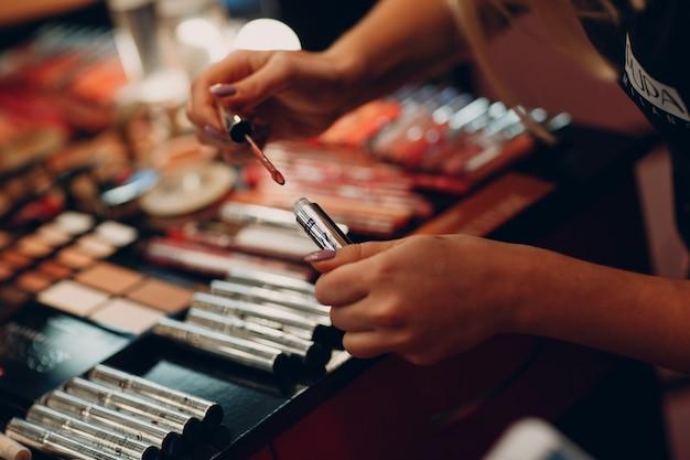 化粧品、アイシャドウ、パウダーボックスなどのメイクアップ製品