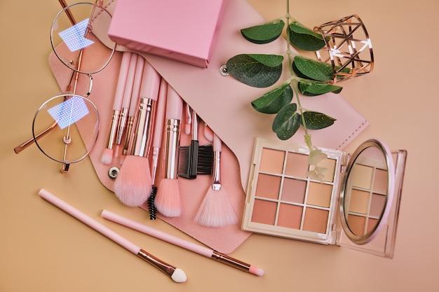メイクアップ、口紅、鏡、アイシャドウ、ブラシ用化粧品
