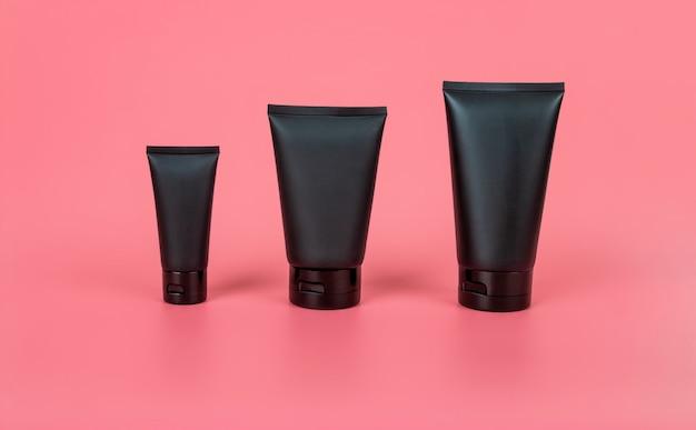 化粧品製品広告ポスターテンプレート。化粧品美容モックアップ。クリームチューブパッケージ。シャンプーまたはシャワージェルのパッケージデザイン